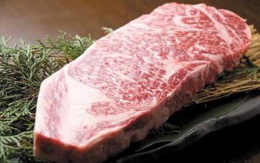 写真:松阪牛の霜降り肉